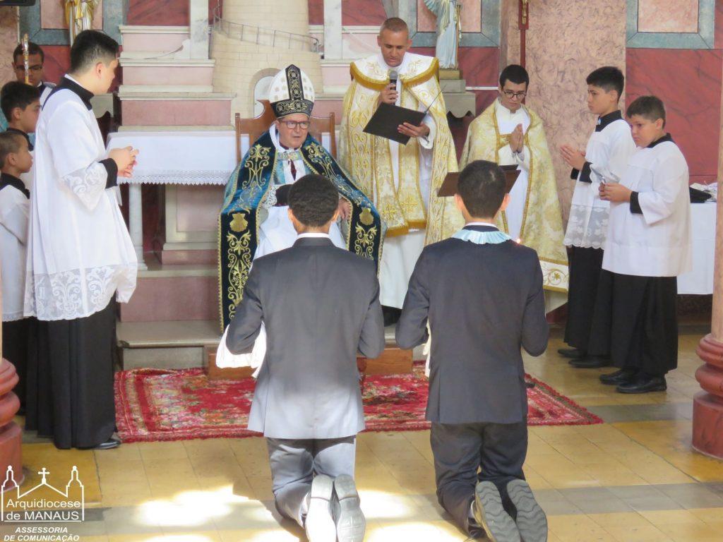 Dom Sergio concede Tonsura e Ordens Menores no Rito Extraordinário